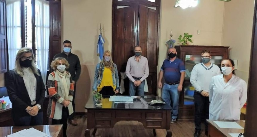 El Intendente entregó subsidios a instituciones educativas de dos localidades