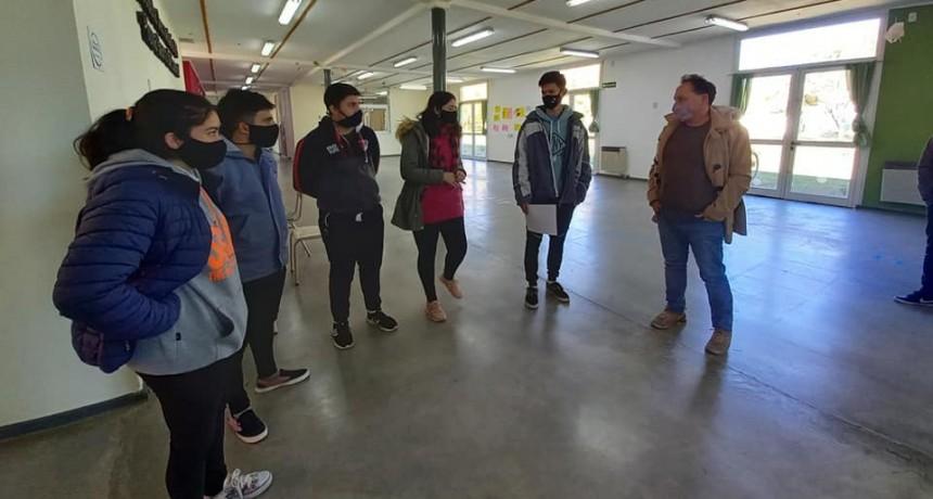 Los Jóvenes Informan presentaron su proyecto a funcionarios de la DGCyE