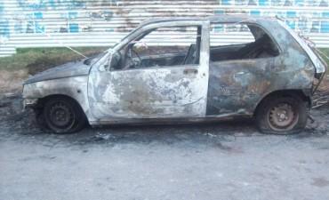 Se incendió un vehículo en la costa de Ramallo