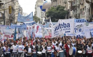 MASIVA MOVILIZACIÓN DEL FGDB CONTRA EL AJUSTE EN EDUCACIÓN EN LA PROVINCIA DE BUENOS AIRES