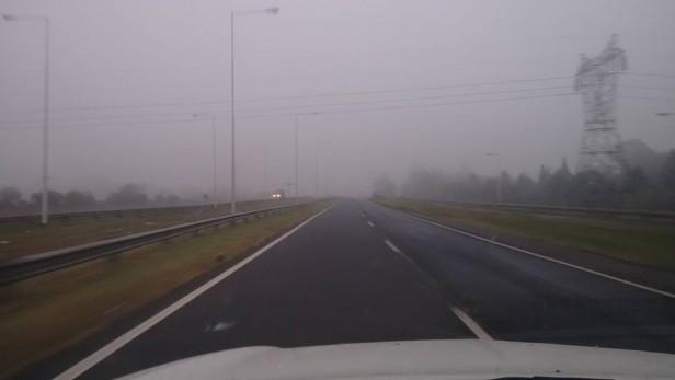 Intensa niebla cubre la ciudad