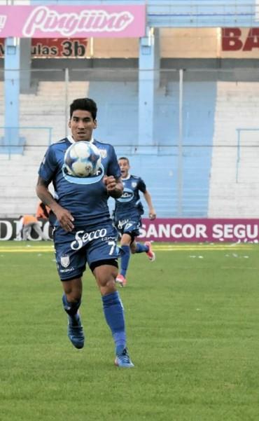 """El alto vuelo futbolístico de """"Pina"""" Luna lo lleva a Ecuador"""