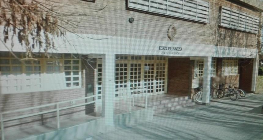 Una vecina detalló lo sucedido en la puerta de un establecimiento escolar