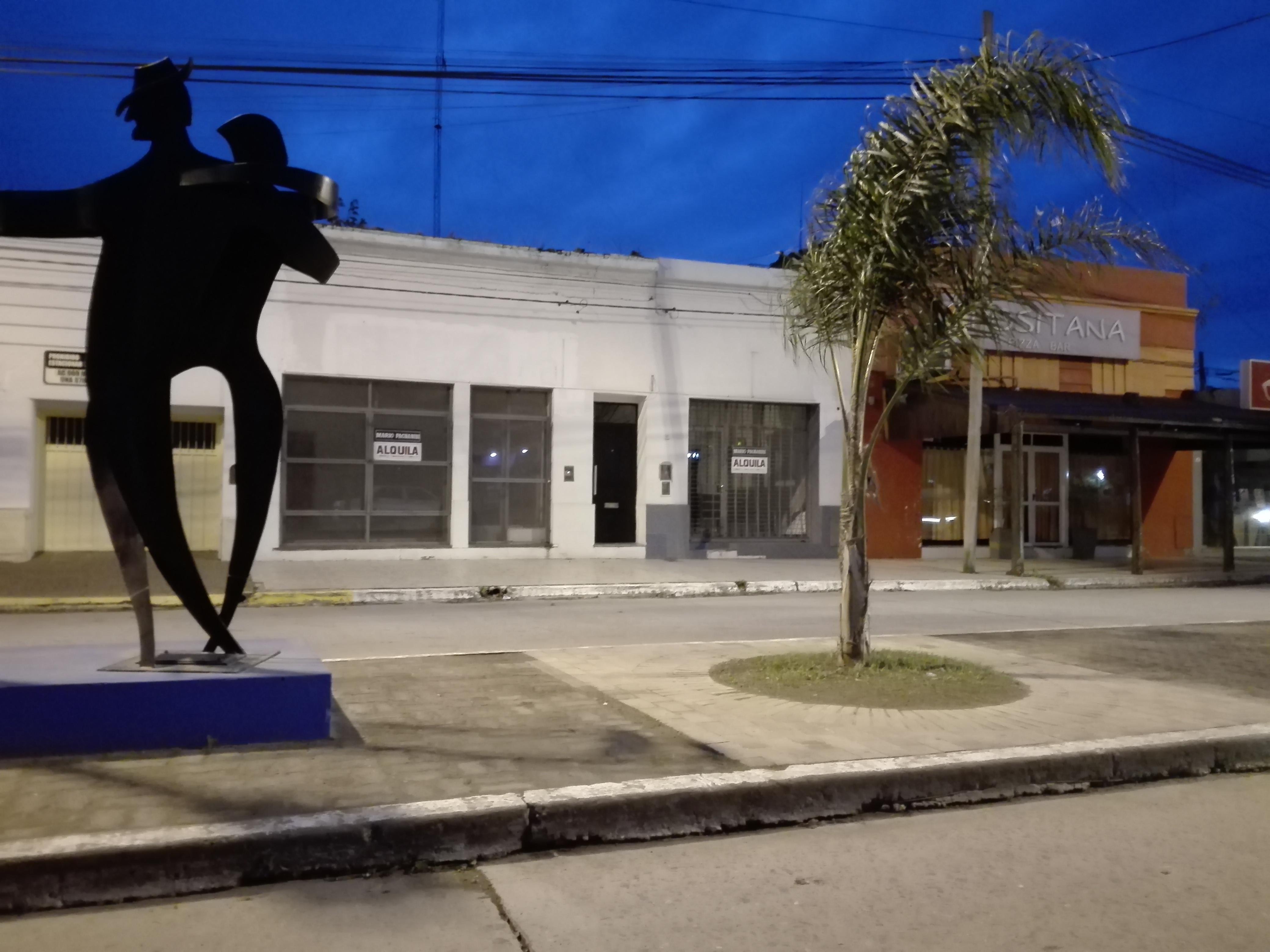 En la Avenida San Martín de Villa Ramallo sobran locales para alquilar