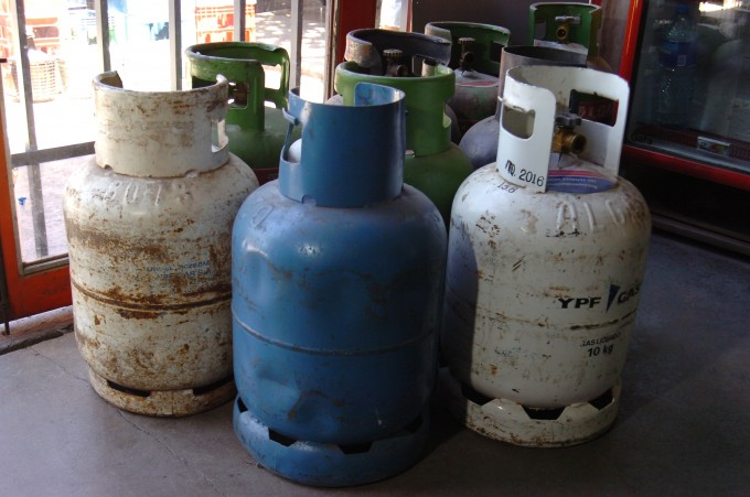 Salen a vender la garrafa social a 100 pesos por los barrios