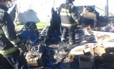 El Intendente Poletti fue a barrio Sur tras el incendio