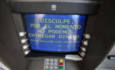 Cajeros automáticos sin dinero,  una historia que se repite