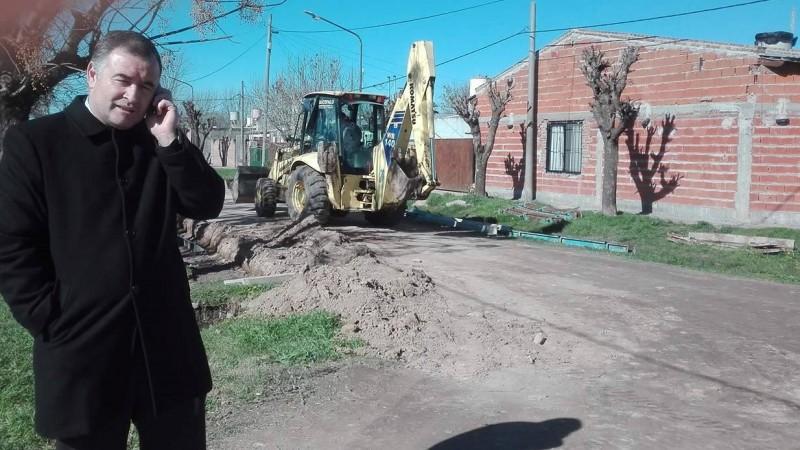 Avanza la obra de cordón cuneta en barrio Fonavi