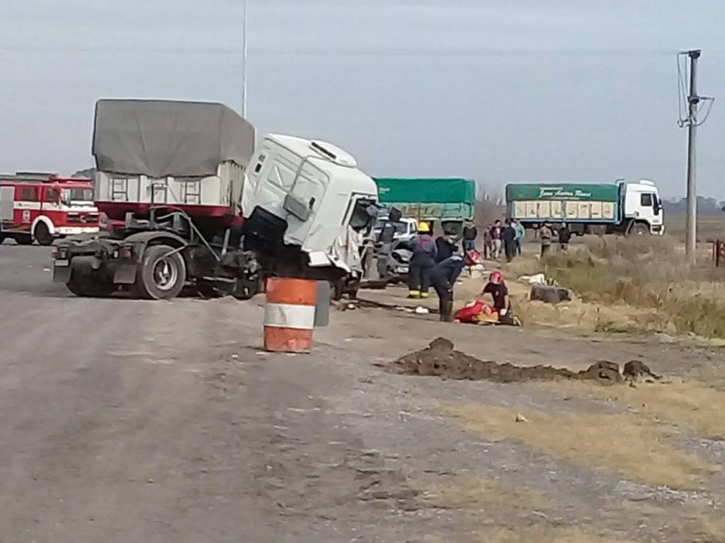 Accidente fatal en ruta 51: el camino se encuentra cortado, el transito se desvía por un camino rural