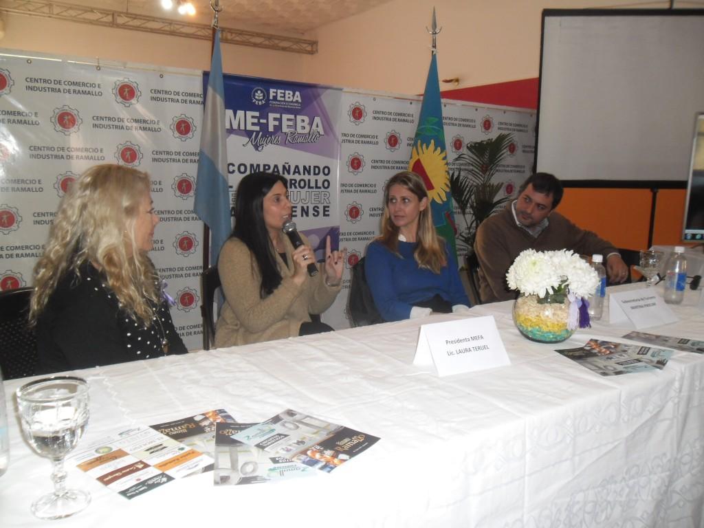 """Teruel """"Este encuentro fue muy positivo, me voy muy contenta de ver el compromiso de la comisión del Centro de Comercio"""