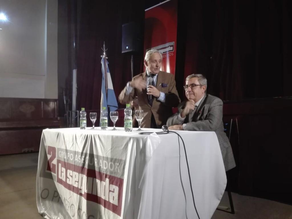 Rosendo Fraga brindó en el Auditorio Libertador un detallado informe de la coyuntura electoral