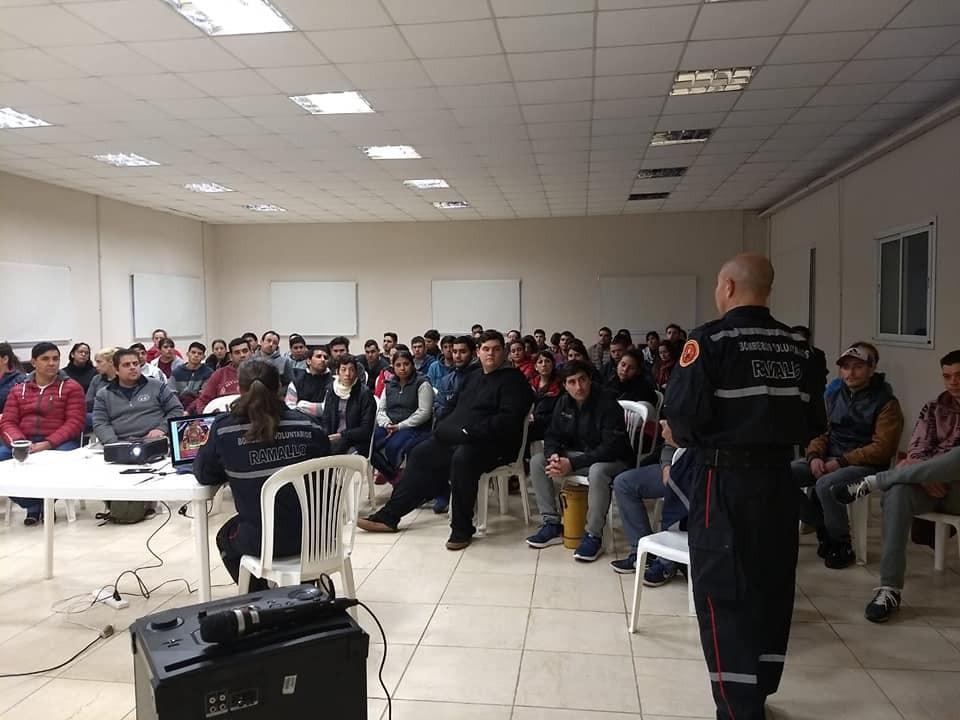 Charla informativa a los postulantes para el cuartel de Ramallo