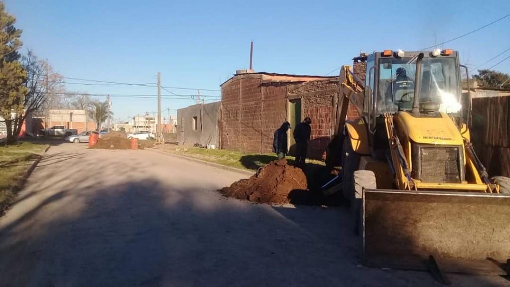 La municipalidad de Ramallo trabaja en el recambio de la red cloacal por múltiples roturas en villa Ramallo
