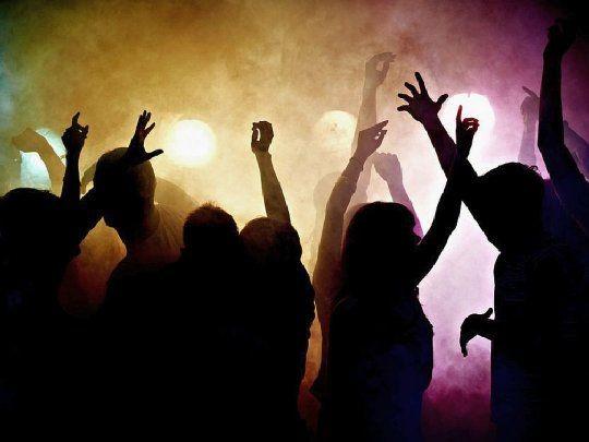 La policía intervino en dos fiestas clandestinas