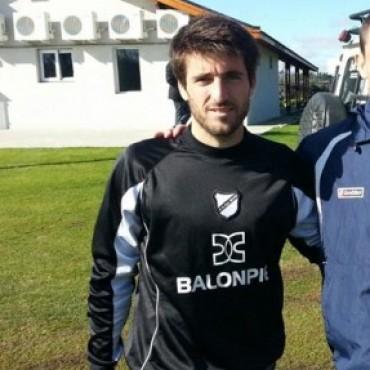 """Franco Olego: """"yo les comento a mis nuevos compañeros como se trabaja en Defensores"""""""
