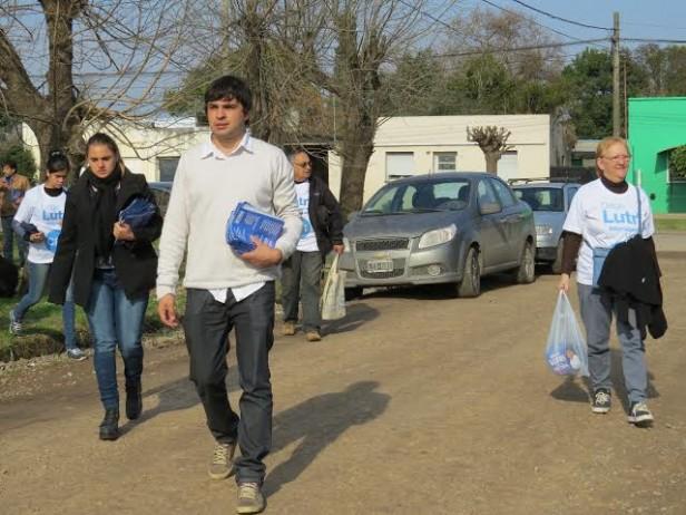 Lutri visitó a los vecinos con la compañía de referentes políticos provinciales y nacionales