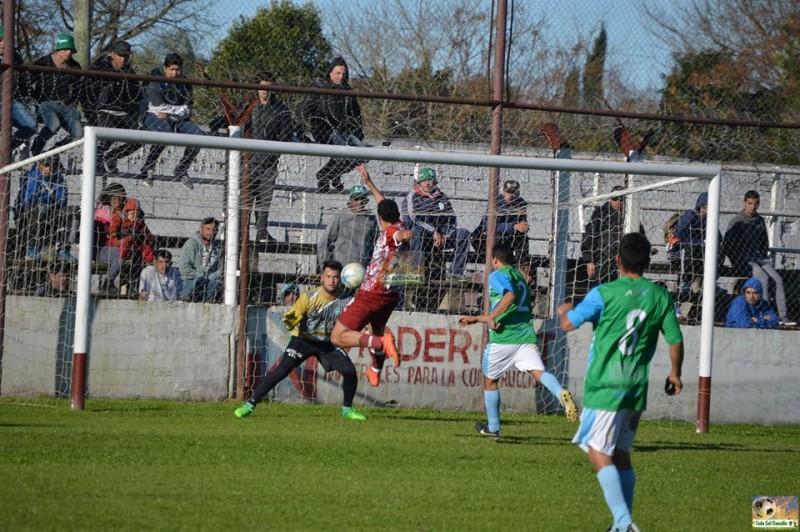 Defensores ganaba 2 a 0 pero el partido se suspendió porque Argentino Oeste se retiro del campo de juego