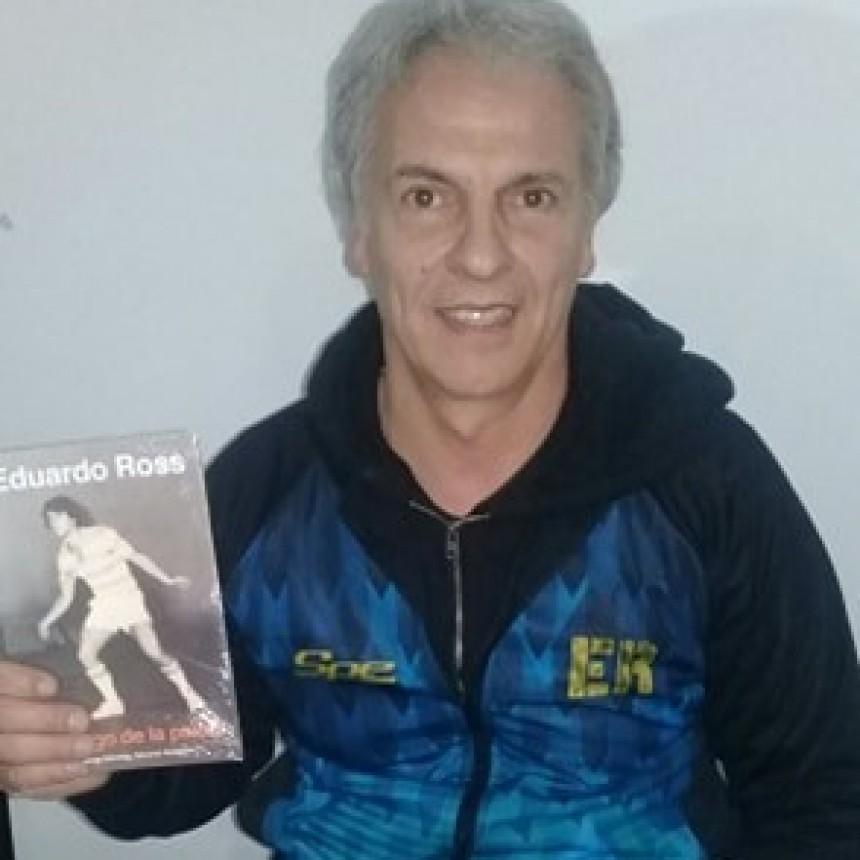 Desborde de emoción y público en la presentación del libro de Eduardo Ross