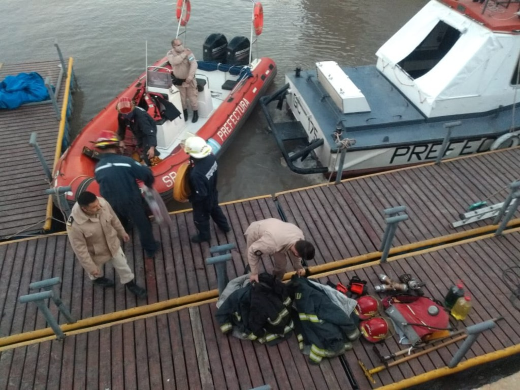Personal de bomberos cruzó a las islas por el reinicio de los incendios