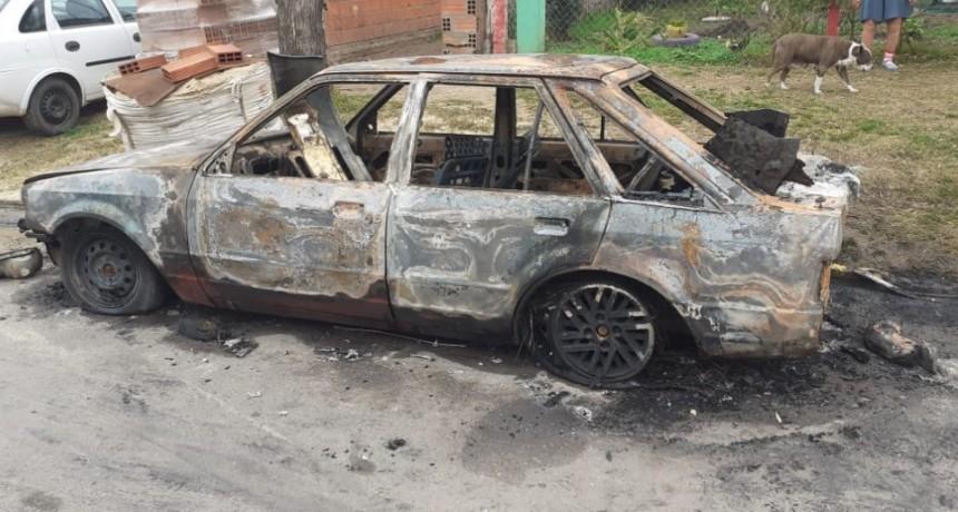 Incendio de un vehículo en Ramallo