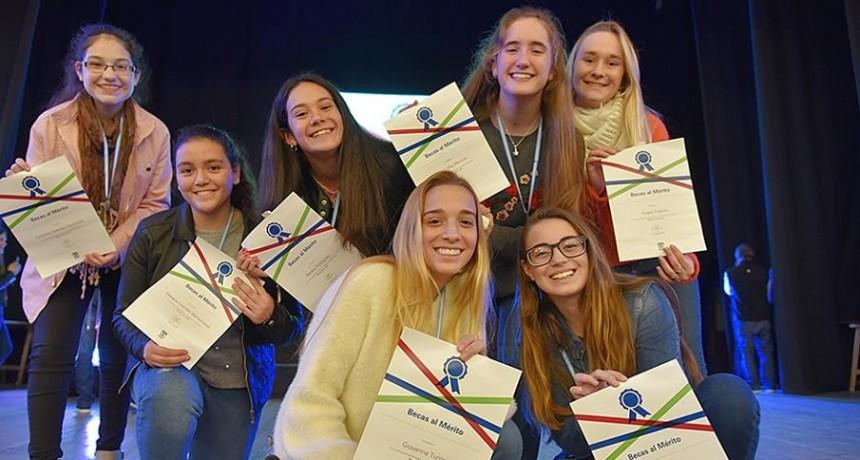 Ternium informa los ganadores de las Becas al Mérito