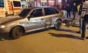 Chocan una moto y un auto en Villa Ramallo