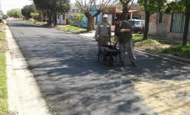 """La Cooperativa """"La eficaz"""" lleva adelante los trabajos de asfaltado del barrio Laguna Paiva"""