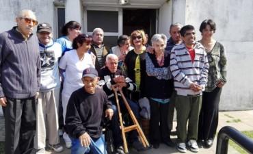 Los adultos mayores del hogar festejaron la llegada de la primavera en el Centro de Jubilados de Villa Ramallo