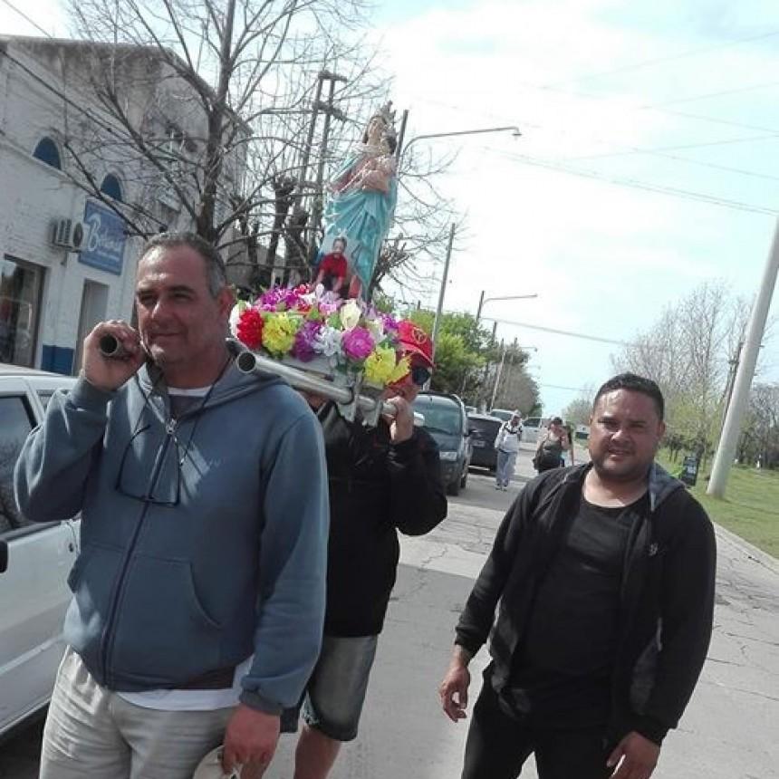 Más de mil peregrinos pasaron por Villa Ramallo para rendirle homenaje a la Virgen del Rosario
