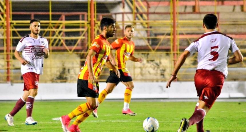 Defensores perdió con Sarmiento en el debut