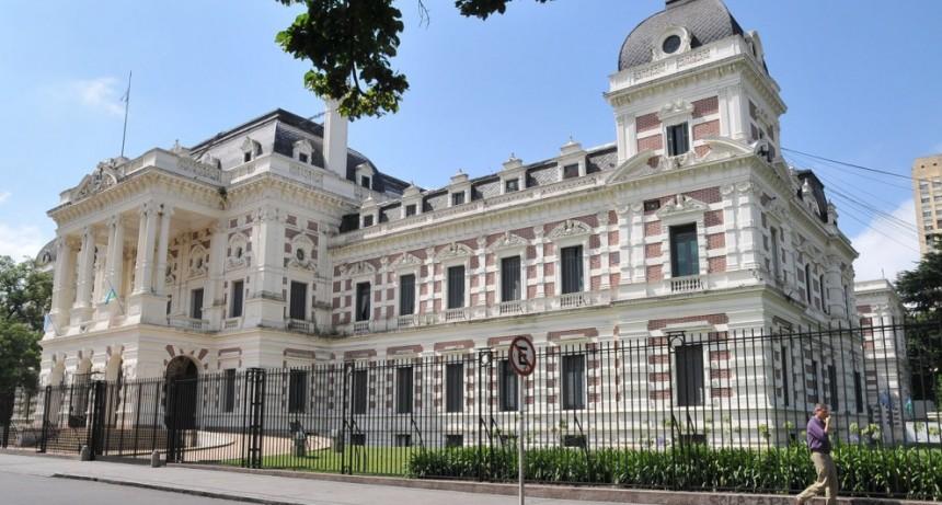 La Provincia ofrece a los estatales un bono de 3 mil pesos y hay malestar sindical