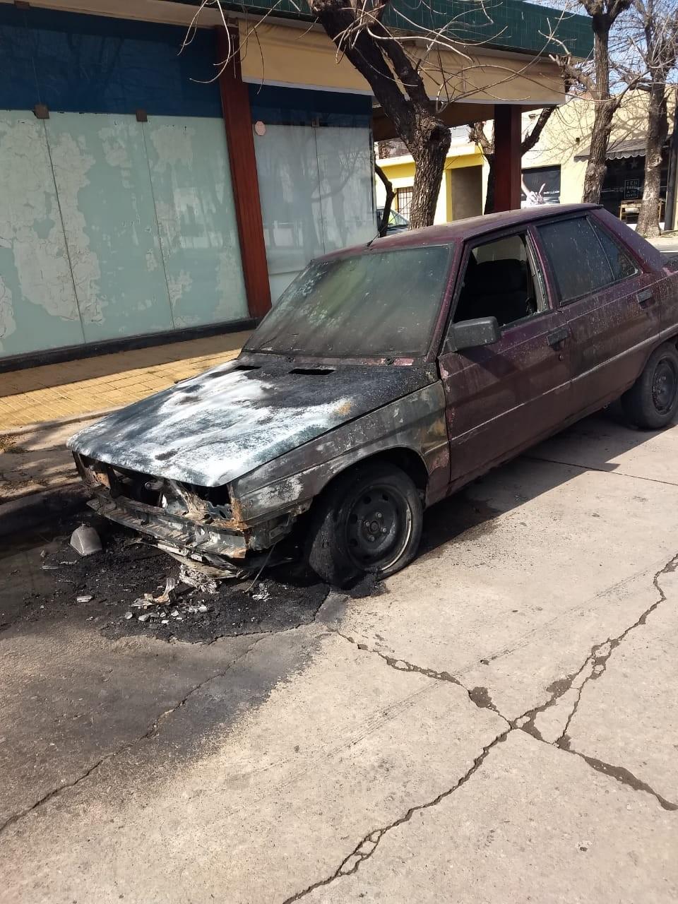 Se incendió un auto en Villa Ramallo