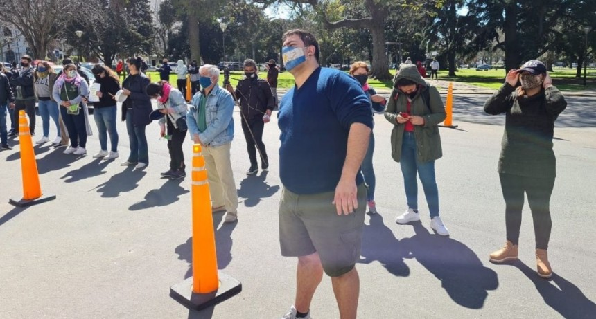 Policías marcharon en La Plata por aumento salarial