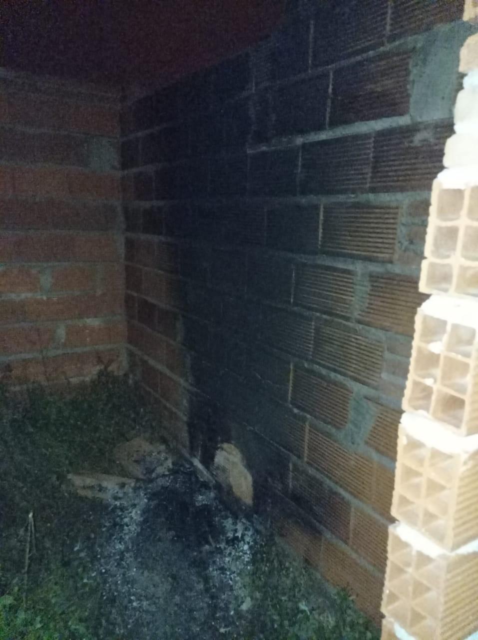 Incendiaron una vivienda en construcción en el barrio Las Viñas