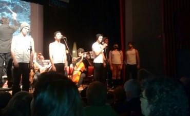 Exitoso debut de Agustín Serra en el musical
