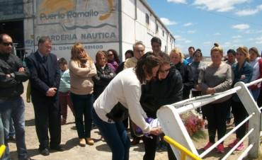 Tragedia en el Paraná: Colocaron una placa recordatoria en el puerto Ramallo