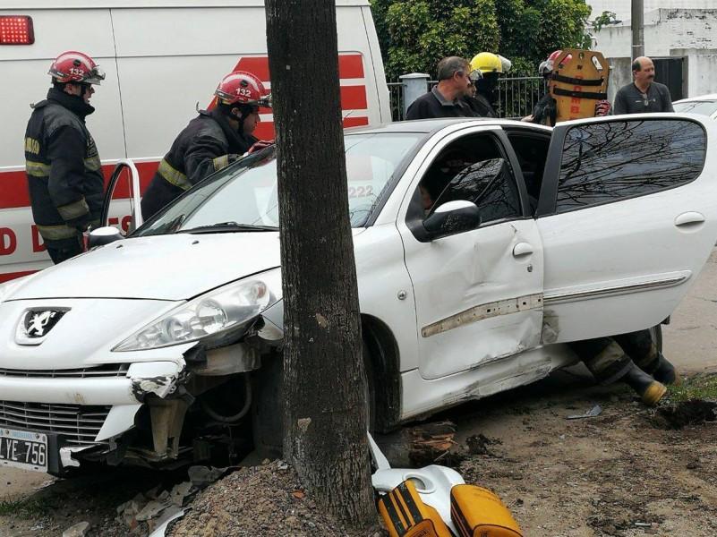 Violento accidente en pleno centro de Villa Ramallo