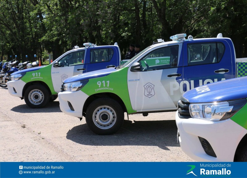 Entrega de móviles policiales