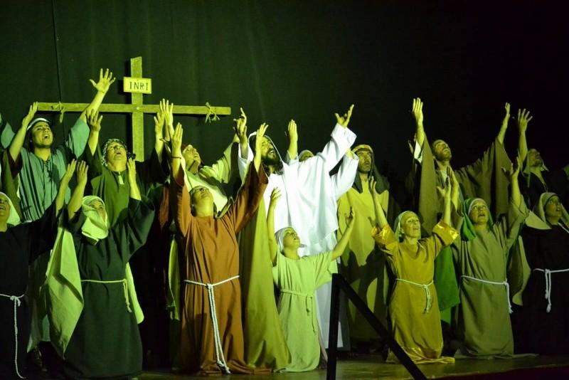 Un auditorio repleto aplaudió de pie la obra del padre Mariano Díaz