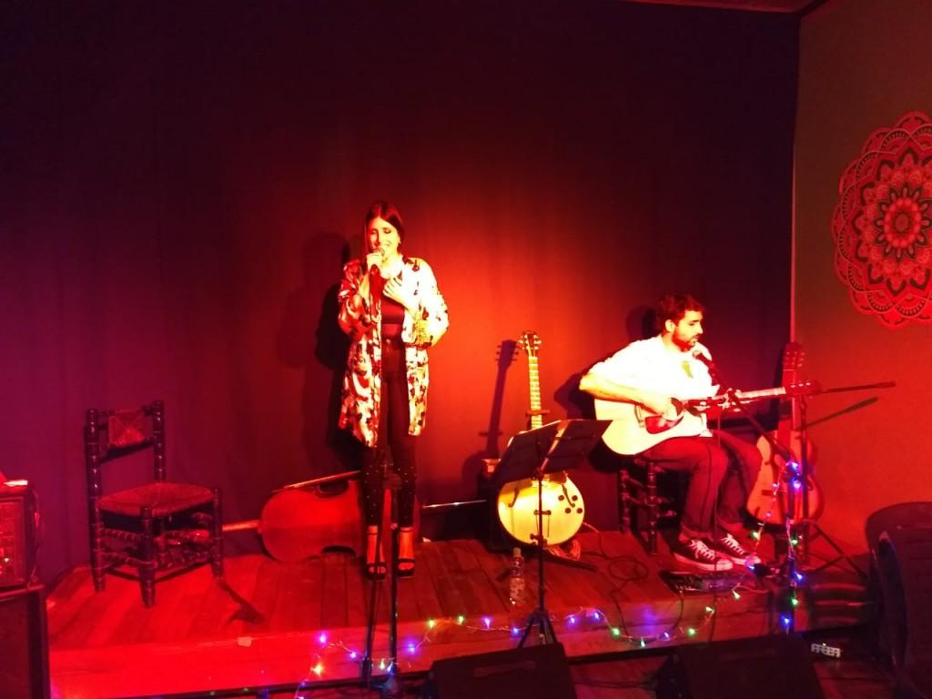 El dúo Ike Kala presentó sus temas en la sala Teatro Ramallo