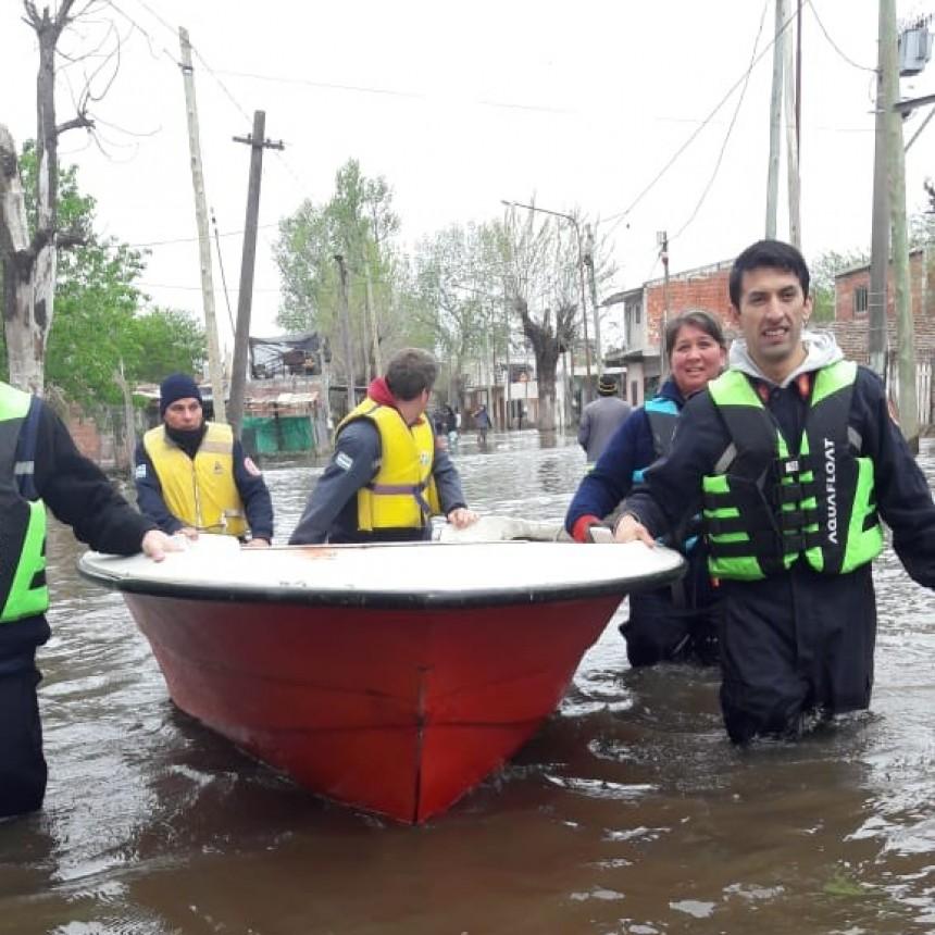 Bomberos Voluntarios ayudó a familias que se inundaron en La Matanza