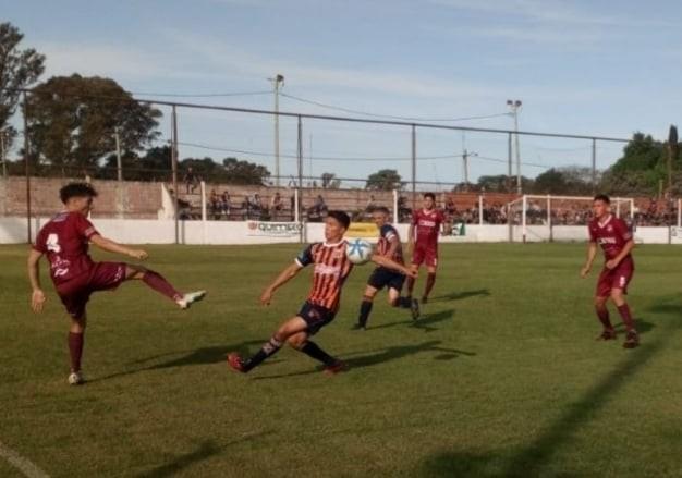 Fútbol local: Defensores goleó 4 a 0 a Regatas
