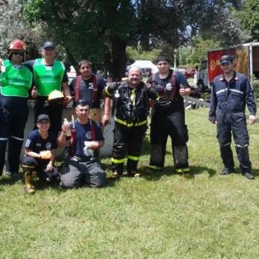 Capacitación teórica y práctica de los Bomberos Voluntarios en Ramallo