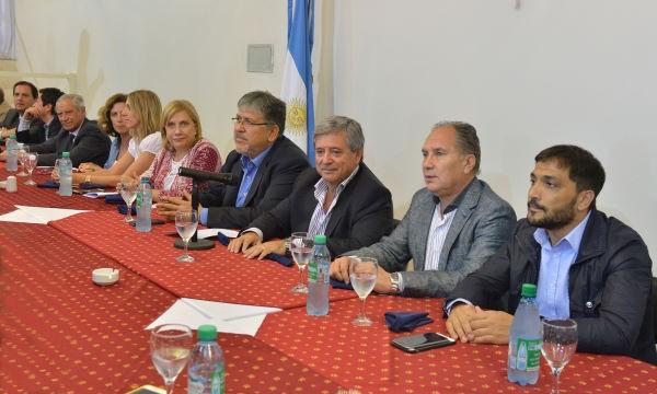 Horacio González se reunió con diputados e intendentes del FPV, entre ellos Mauro Poletti