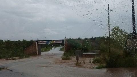 Las intensas lluvias provocaron la evacuación de dos familias en barrio Triángulo