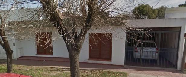 Tres ladrones maniataron a una persona en su casa