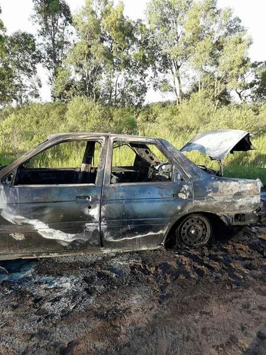 Ardió un auto