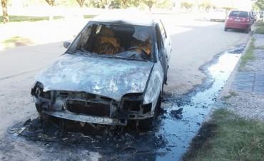 Se incendio un vehículo en Villa Ramallo