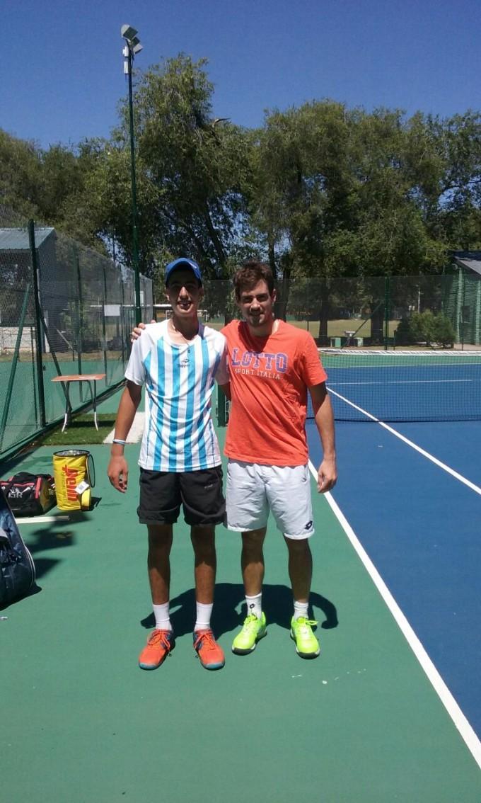 El tenista Tomas Farjat entrena con Guido Pella