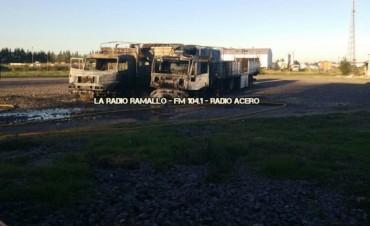 Se incendiaron dos camiones mientras los choferes dormían
